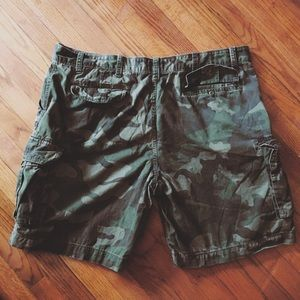 The FOUNDRY SUPPLY CO. Camouflaged shorts SIZE: 48
